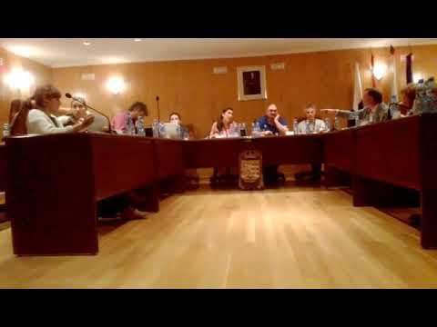 Tensión en el pleno de Sarria por unas dietas de un curso de liderazgo político