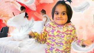 #Aileoynu. Fındık ailesi otele giriş. TATIL maceraları Türkçe izle ve eğlen!