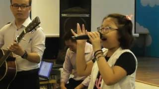 Price tag - Nguyễn Ngọc Hà Chi hát với guitar thầy Trà Hiếu tại thư viện Tiểu học Ban Mai