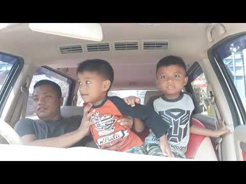 anakku royhan dan naufal di mobill
