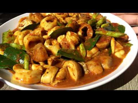 ผัดเผ็ดปลาหมึกใส่เห็ดฟาง สูตรพริกแกงใต้ / Spicy Stir Fried Squid with Straw Mushroom recipe