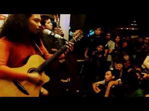 Payung Teduh - Kucari Kamu // Legend Cafe Yogyakarta #KonserMenujuSenja