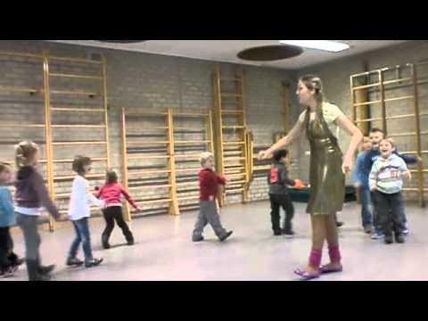 Populair Loopvormen-spel voor kleuters, kinderen (grote motoriek) - YouTube @SI75