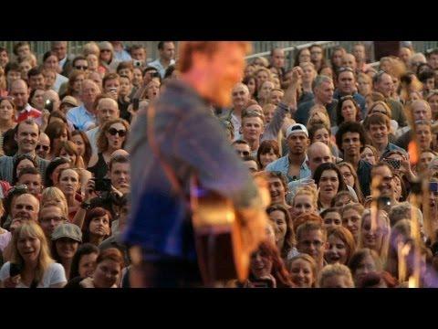 Glen Hansard ::  Iveagh Gardens