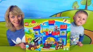 Lego Замок и малыш Даник с мамой - Видео для детей с конструктором Лего и Даником(Рыцарский замок Лего будет настоящим и очень радостным сюрпризом для ребёнка, ведь играть в храбрых и отваж..., 2015-10-11T09:05:16.000Z)