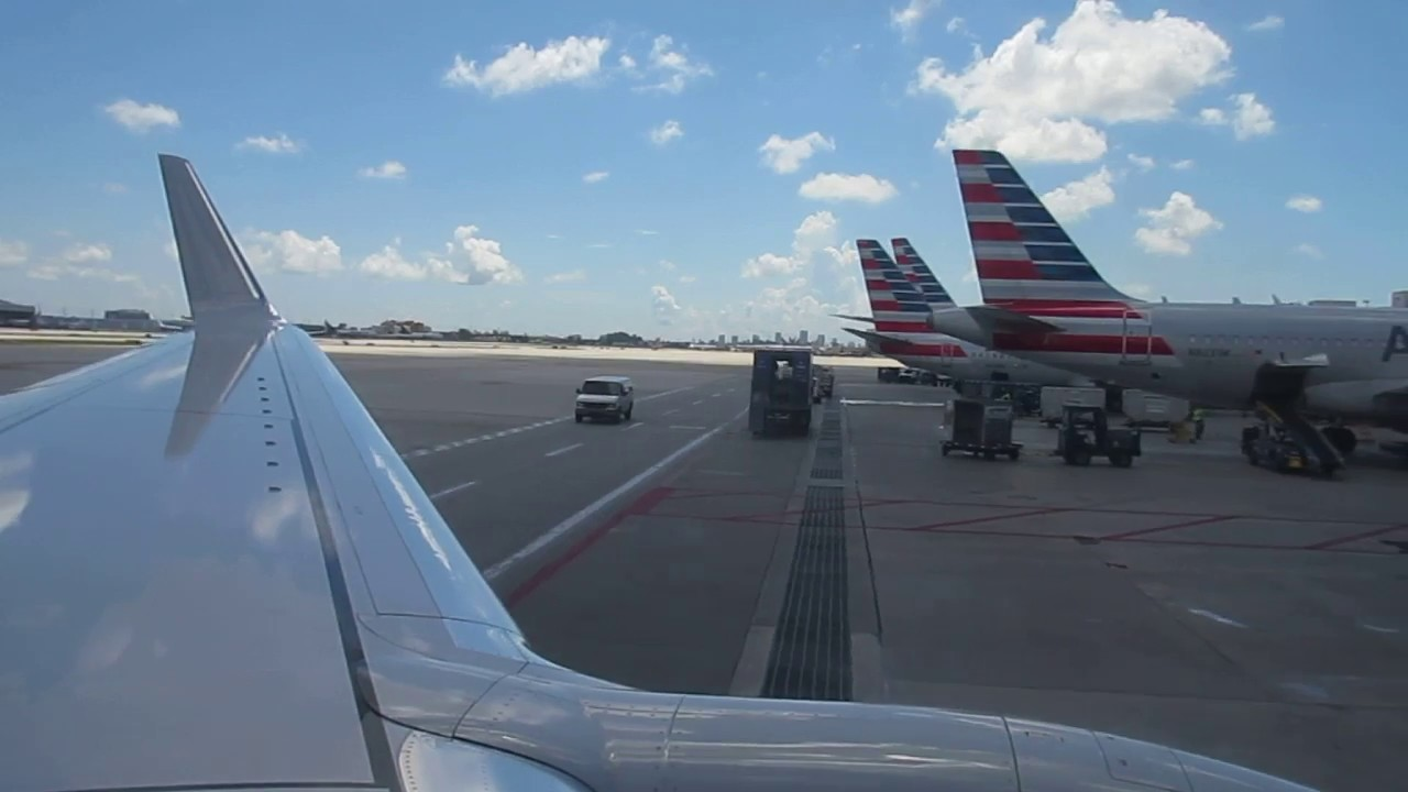 American Airlines Boeing 737 800 Winglets Landing At Miami