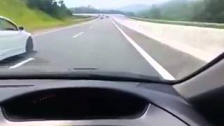 Honda Civic Fd 3 Races On Highway