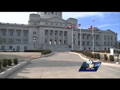 Governor calls lawmakers to capitol to avoid teacher insurance premium hike