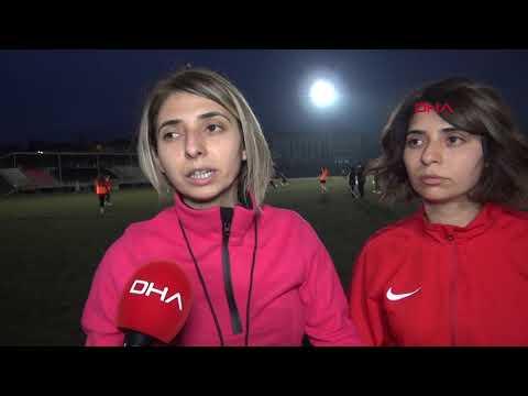 İkiz Kız Kardeşler, Kadın Futbol Takımını çalıştırıyor