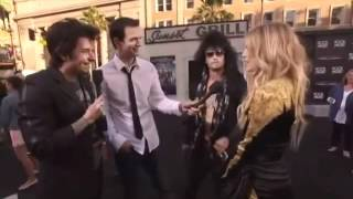 "Fergie and Josh Duhamel at ""Rock of Ages"" Premiere (Interview) SUBTITULADO"