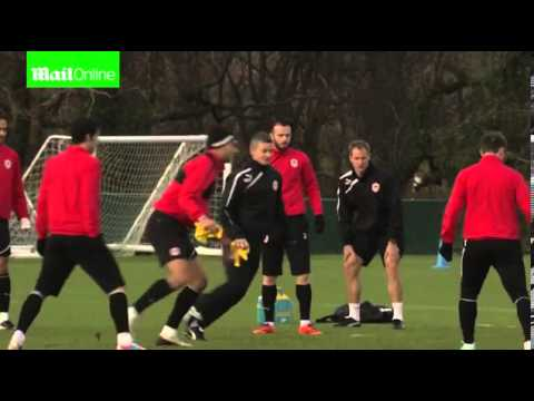 Solskjaer shows Cardiff stars how it's done in first training session