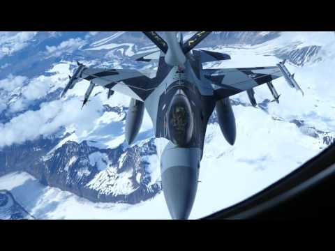 Watch how A USAF KC-135 Tanker Air Refuels F-16 & A-10 Warthog Planes