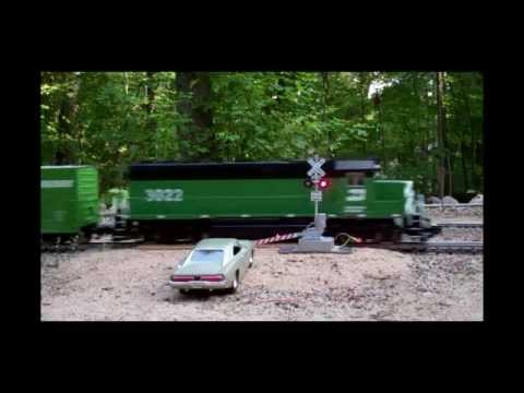 G-Scale Crossing Gates & Signals on the Deer Haven Garden RR!