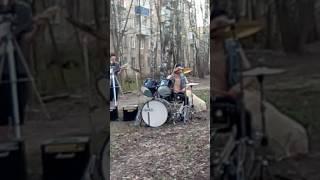 Играют на барабане!!