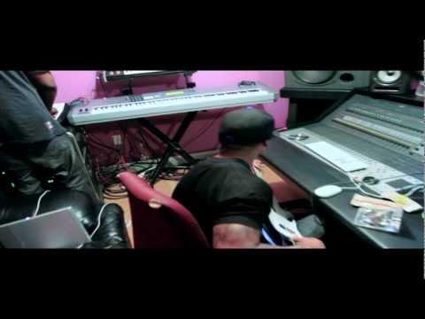 Stevie J In The Studio Making A Beat In Miami,Fl @HITMANSTEVIEJ
