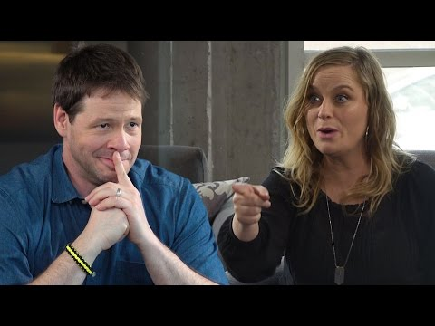 Amy Poehler and Ike Barinholtz Play Guess Who?