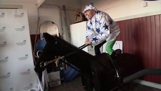 Lebbe Lone får en tur på hesten - Linse flad af grin!
