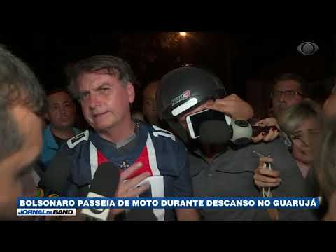 Bolsonaro passeia de moto durante descanso no Guarujá