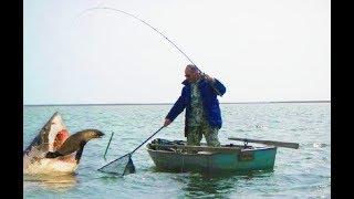 РЫБАК НАШЕЛ В ВОДЕ НЕЧТО ! КОГДА ОН ЭТО ВЫТАЩИЛ ВСЕ ПОПАДАЛИ ОТ ЕГО НАХОДКИ 4 ! Вот это Рыбалка 2018