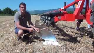 Reduzierte Bodenbearbeitung mit Schälpflug (Maschinenvorführung Aug 2013)