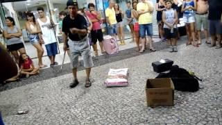 Homem do gato (artista de rua)
