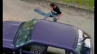 На Нефтестрое в Ярославле вскрывают машины(, 2016-07-05T13:48:49.000Z)