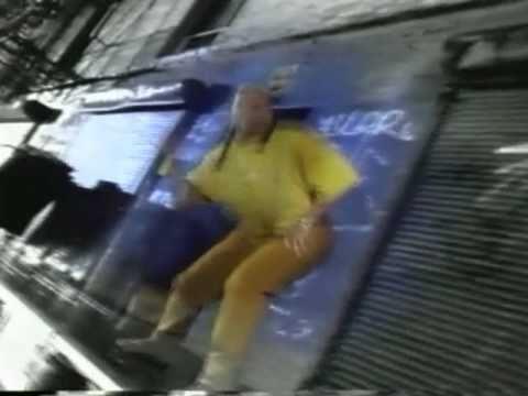 Queen Latifah Black Hand Side 1994 - YouTube