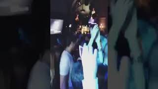 دينا الشربيني ترقص بطريقة غير طبيعية مع عمرو دياب
