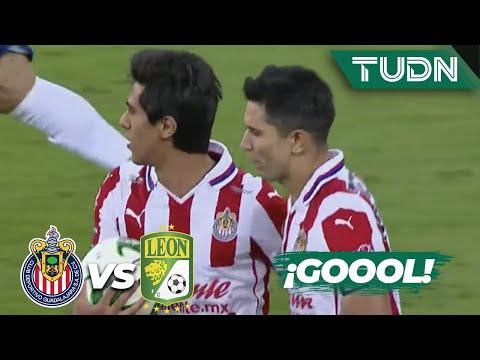 ¡Penal y gol! Macías anota el gol de Chivas   Chivas 1-1 León   Guard1anes 2020 Liga BBVA MX   TUDN
