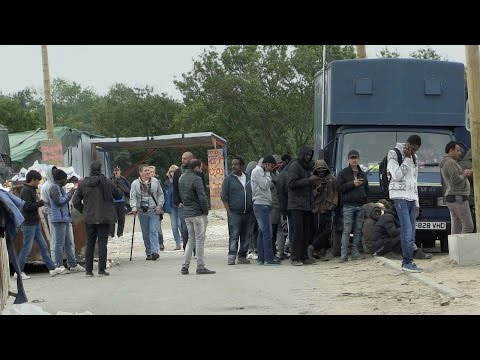 "Lauren Southern: Men in Calais ""Jungle"" are economic migrants, not true refugees"