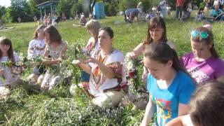 На Вишенському озері дівчата плели вінки на Івана Купала(, 2014-07-07T19:02:50.000Z)
