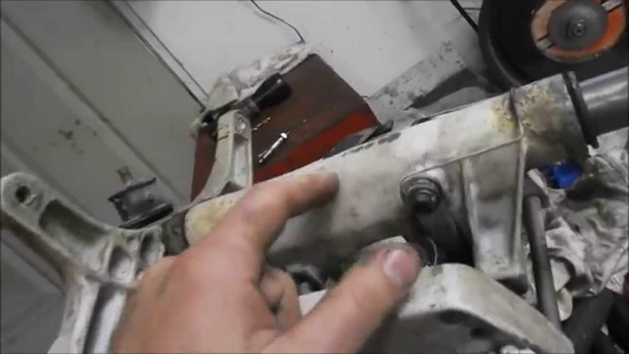 unsticking an outboard motor steering shaft [ 1280 x 720 Pixel ]