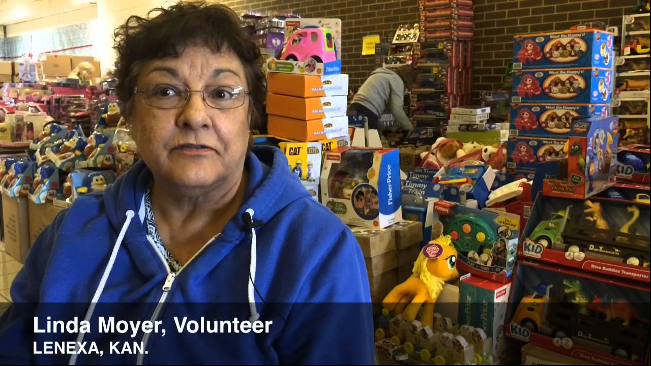 Volunteers Set Up Shop At The Johnson County Christmas Bureau - YouTube
