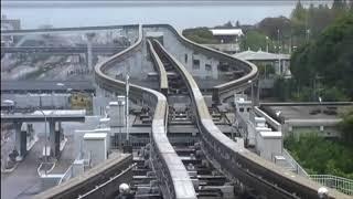 Японский поезд меняет себе путь.