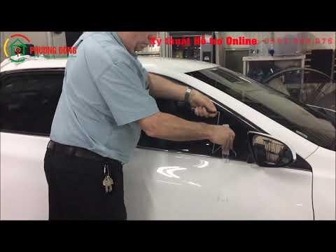 Cách mở cửa xe hơi Bằng luồn thanh thép dưới kính giật chốt khóa