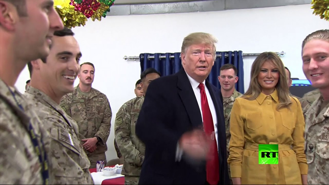 """ترامب وعقيلته ميلانيا في زيارة مفاجئة للقوات الأمريكية في قاعدة """"عين الأسد"""" بالعراق"""