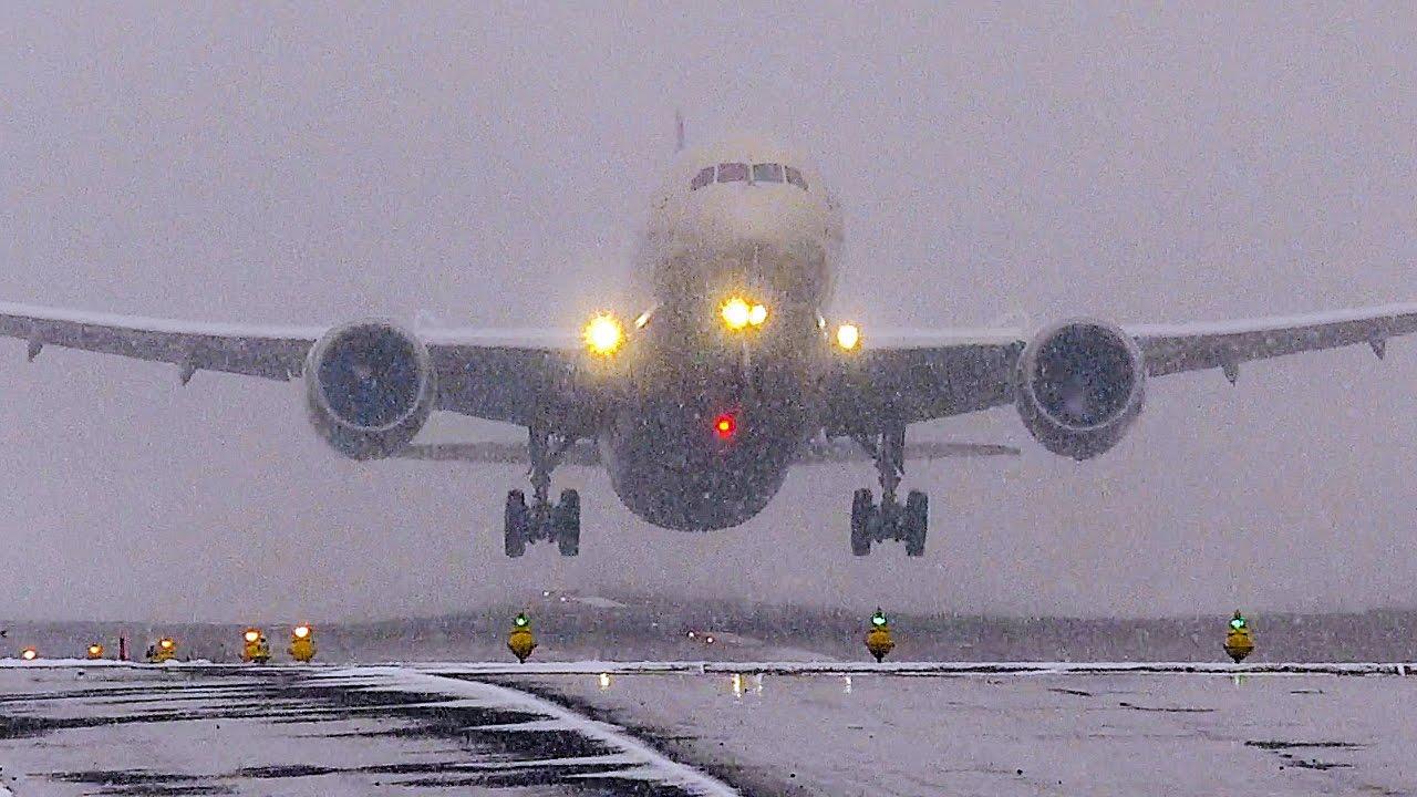 ETIHAD Boeing 787 uses entire runway in snow storm - YouTube  ETIHAD Boeing 7...