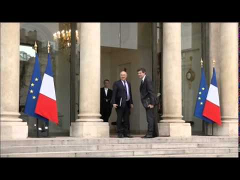 1144WD FRANCE-FILE POLITICS-GOVERNMENT RESIGNATION