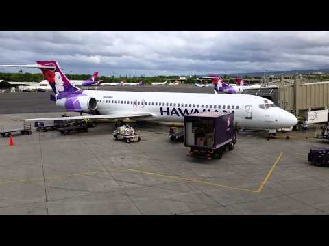 Hawaiian Airlines B-717 HNL unloading