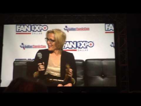 Gillian Anderson finally gets her Chewbacca Notebook - Dallas Comic Con - Fan Expo Dallas - May 2015