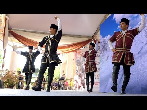 Step by step Iranian dance at the world indigenous arts festival 2018 in Shah Alam thumbnail