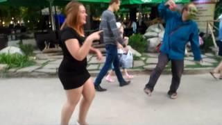 Шрек зажигает))) 1 09 2016 Парк Горького.Таганрог)