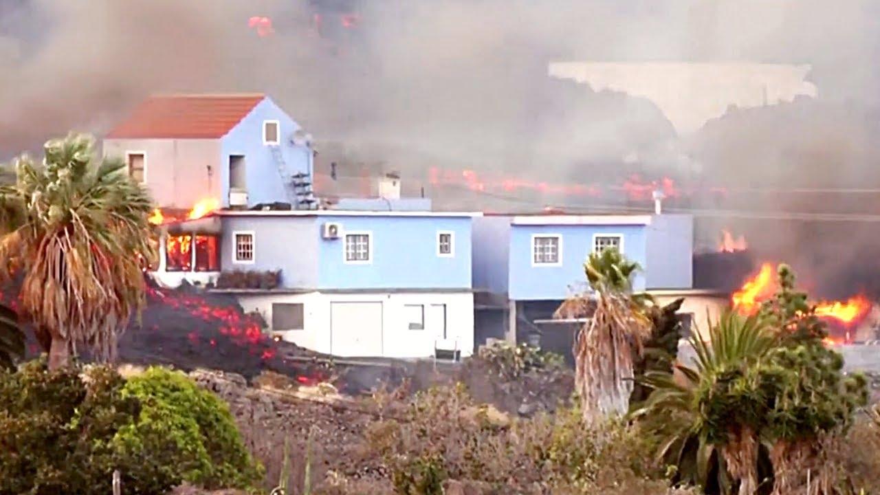 Download 🚨 ÚLTIMA HORA: Lava ARRASA con todo y causa EVACUACIONES (Erupción Volcánica La Palma) Volcán 2021
