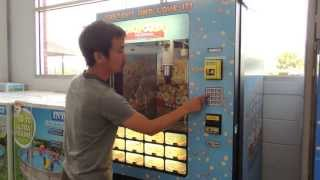 Even our Japanese reporter is impressed by Walmart ice cream vending machine / 完全に期待を裏切るアイスクリームの自販機