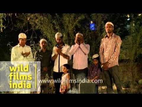 Men offer prayer at the Nizamuddin graveyard - Shab-e-barat