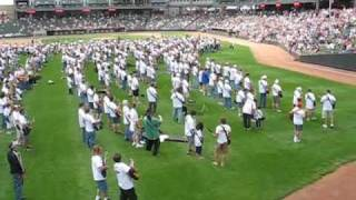 "1,683 guitars play ""Smoke on the Water""  Kansas City, Ks."