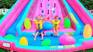 Mainan Kejutan Telur Huge Tantangan dengan slide Inflatable untuk Vlad dan Nikita