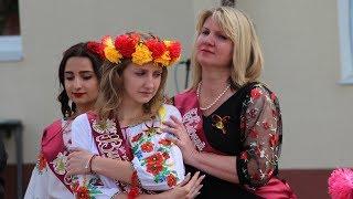 Танец выпускниц с мамами