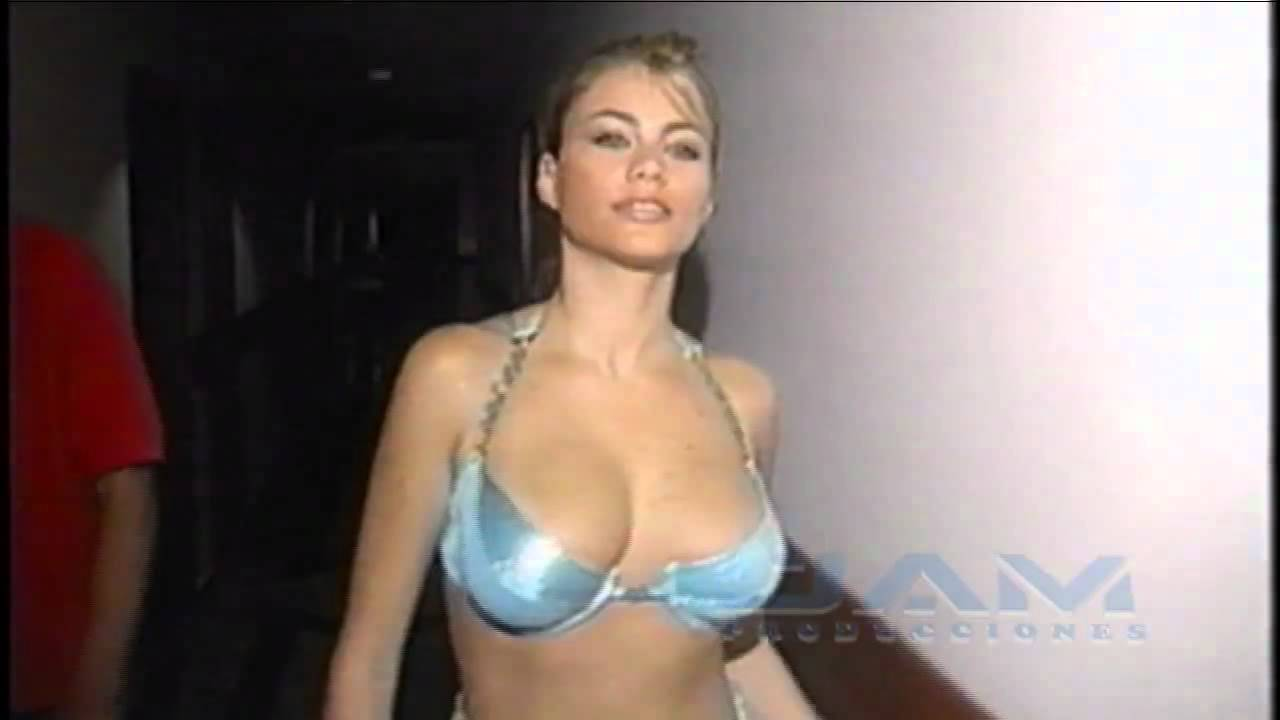 81ad5df0dec SOFIA VERGARA Calendario98 Parte 2 - YouTube