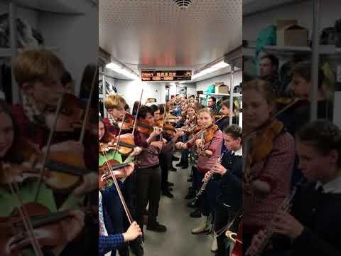 Музыканты устроили концерт в электричке Тверь - Москва
